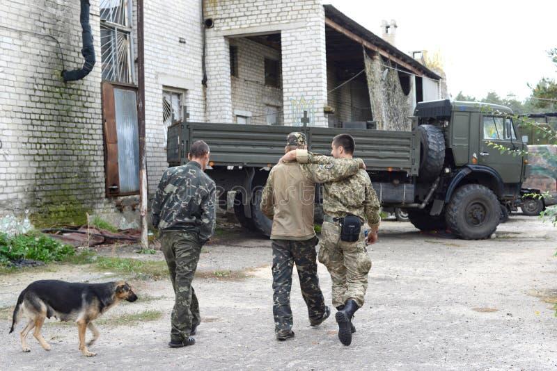 ukraine Lugansk-Region , Am 7. Oktober 2016 soldaten Drei Leute stockfotos