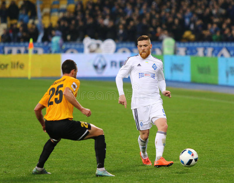 Ukrainian Cup quarterfinal game FC Oleksandria vs FC Dynamo Kyiv in Kyiv, Ukraine. KYIV, UKRAINE - March 1, 2016: Antunes of FC Dynamo Kyiv (R) fights for a ball royalty free stock photos