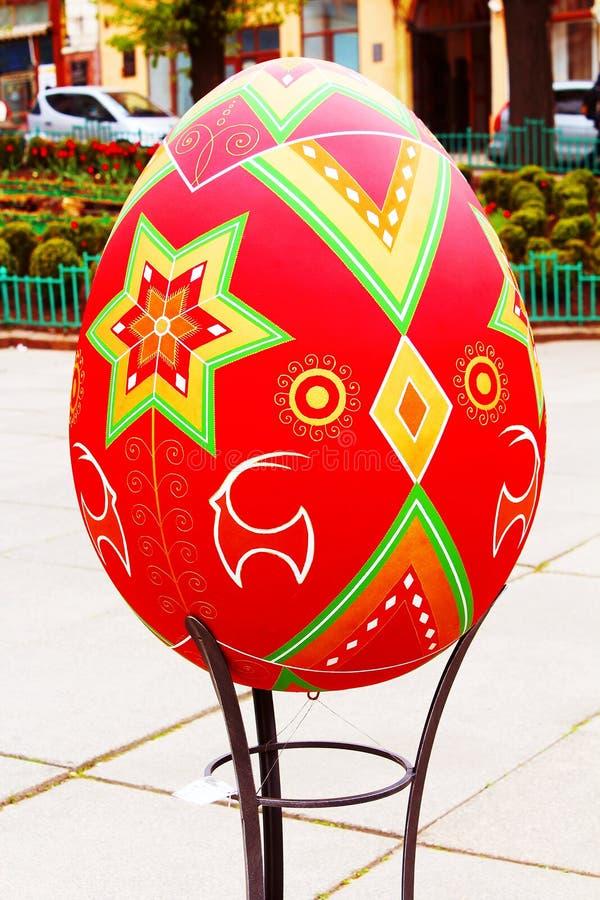 CHERNIVTSI, UKRAINE - APRIL 22, 2012: Ukrainian Easter painted egg (Pysanka) on the street of Chernivtsi, Ukraine royalty free stock image