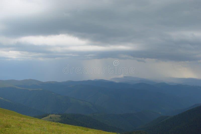 Ukrainische Karpatenberge Gebirgszug Borzhava nahe der Region Dorf Volovets Zakarpattya ukraine stockfotografie