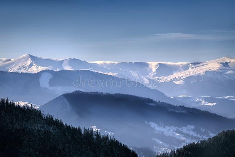 Ukrainische Karpatengebirgslandschaft stockfotos