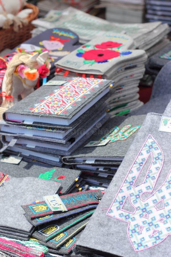 Ukrainische nationale Sonderzeichen auf Gegenständen lizenzfreie stockfotos