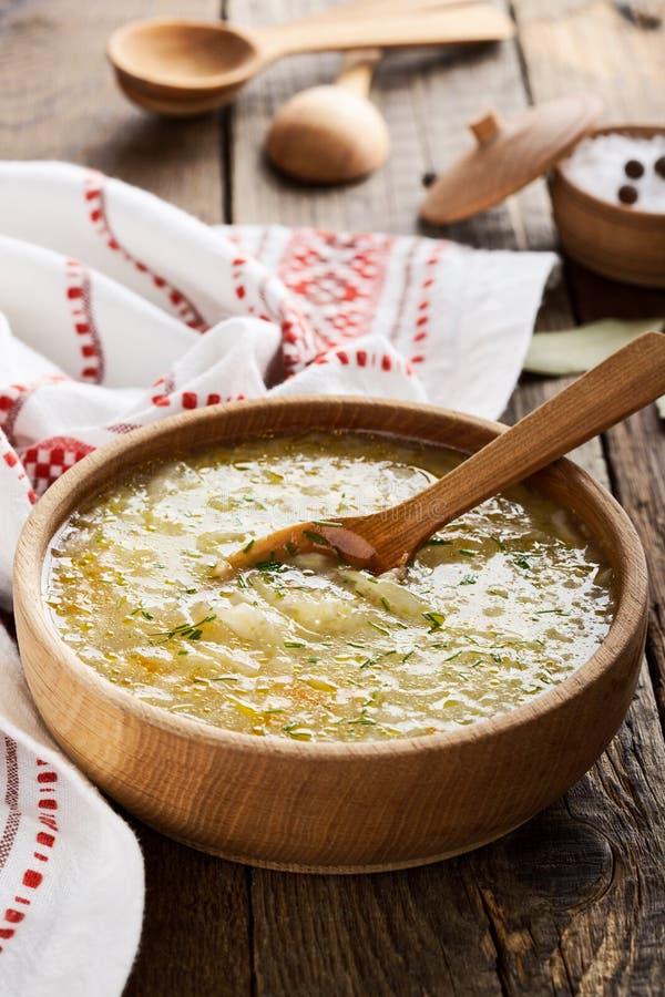Ukrainisches Sauerkrautsuppe kapusniak lizenzfreie stockfotografie