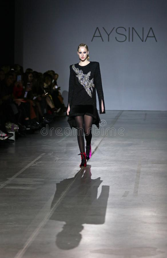 Ukrainsk modevecka FW19-20: samling av Julia AYSINA royaltyfri foto