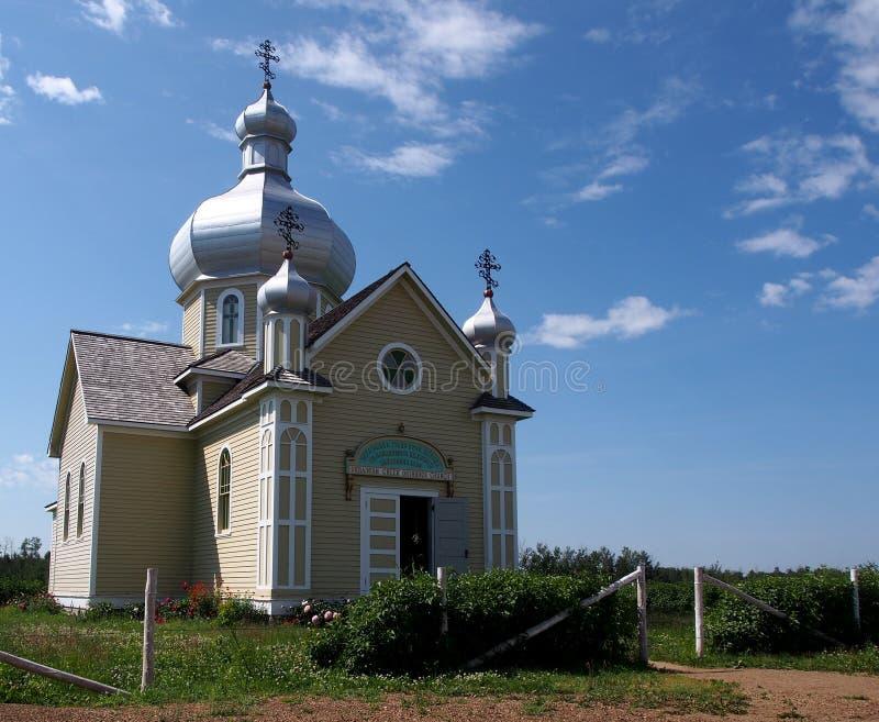 Ukrainsk ortodox kyrka mot en blå himmel fotografering för bildbyråer