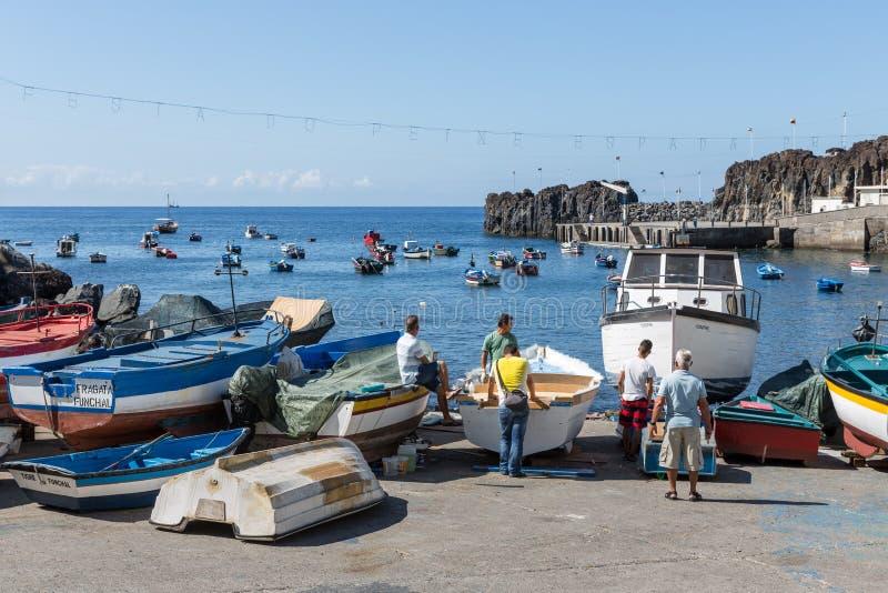 Ukrywa z rybakami i połowów statkami przy Funchal, Portugalia fotografia royalty free