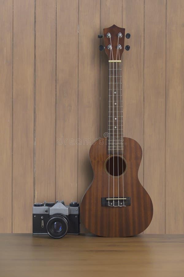 ukulele en de madera viejo fotos de archivo libres de regalías