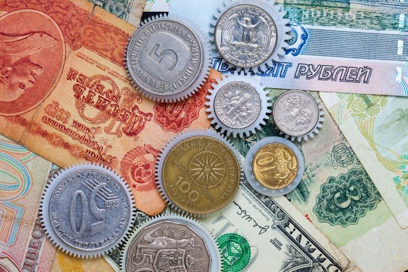 Ukuwa nazwę gearweels na pieniądze tle zdjęcia royalty free