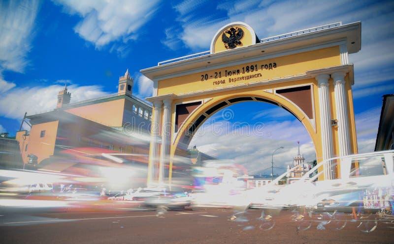 ULÁN UDÉ, RUSIA - 8 DE MARZO DE 2014: Puerta del ` s del zar de Arc de Triomphe en Ulán Udé, Rusia fotos de archivo