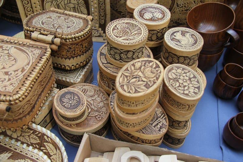 Ul?n Ud?, Buriatia, Rusia 04 22 2019 Exposici?n y venta del ruso y de los artes populares de los recuerdos de Buryat favorablemen imagen de archivo libre de regalías