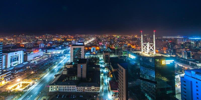 Ulaan-Baator, Монголия - 16-ое мая 2015: Взгляд ночи на улицах столицы Монголии стоковые изображения