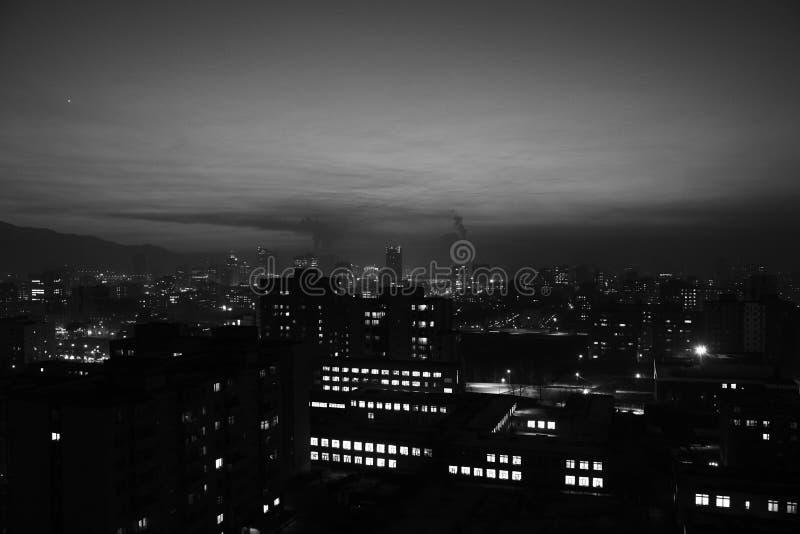 Ulaanbaatar la nuit de la périphérie photographie stock