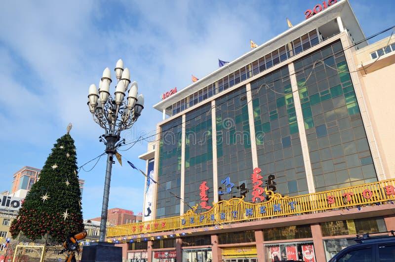 Ulaanbaatar, Mongolië - 03 Dec, 2015: De grote Supermarkt van de Staat vóór Kerstmis in Ulaanbaatar, Mongolië royalty-vrije stock afbeeldingen