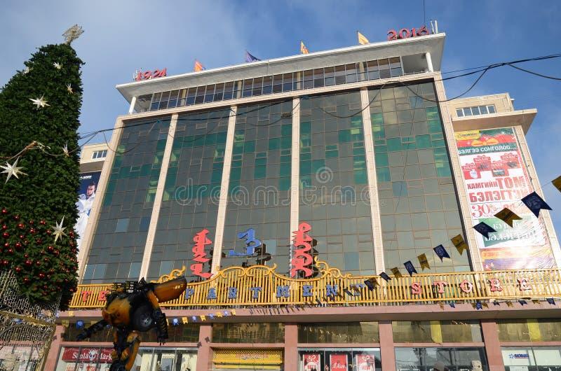 Ulaanbaatar Mongolia, Dec, -, 03 2015: Duży stanu supermarket przed bożymi narodzeniami w Ulaanbaatar, Mongolia obraz stock