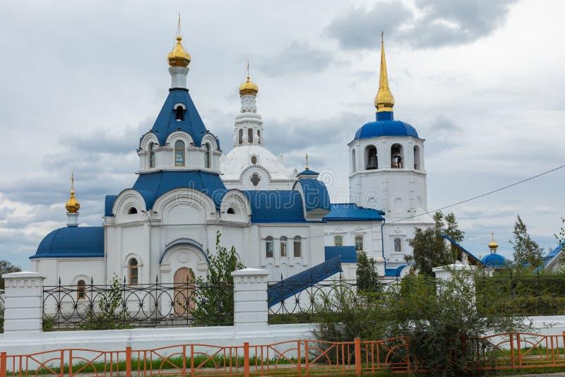 ULAN UDE, RUSLAND - SEPTEMBER 06, 2019: Kathedraal van Onze Vrouwe van Smolensk of de kathedraal van Odigitrievsky in Ulan Ude, R stock foto