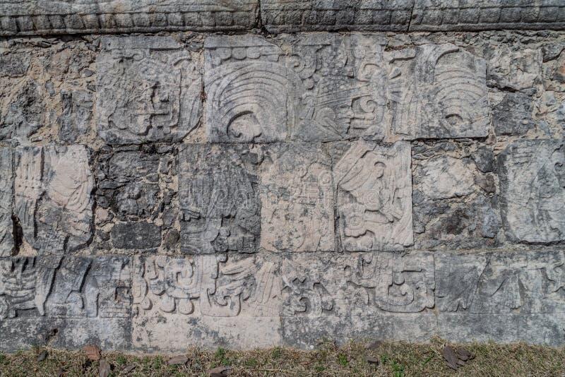 Ulgi gracze przy wielkim balowej gry sądem przy archeological miejscem Chichen Itza, Mexic fotografia royalty free