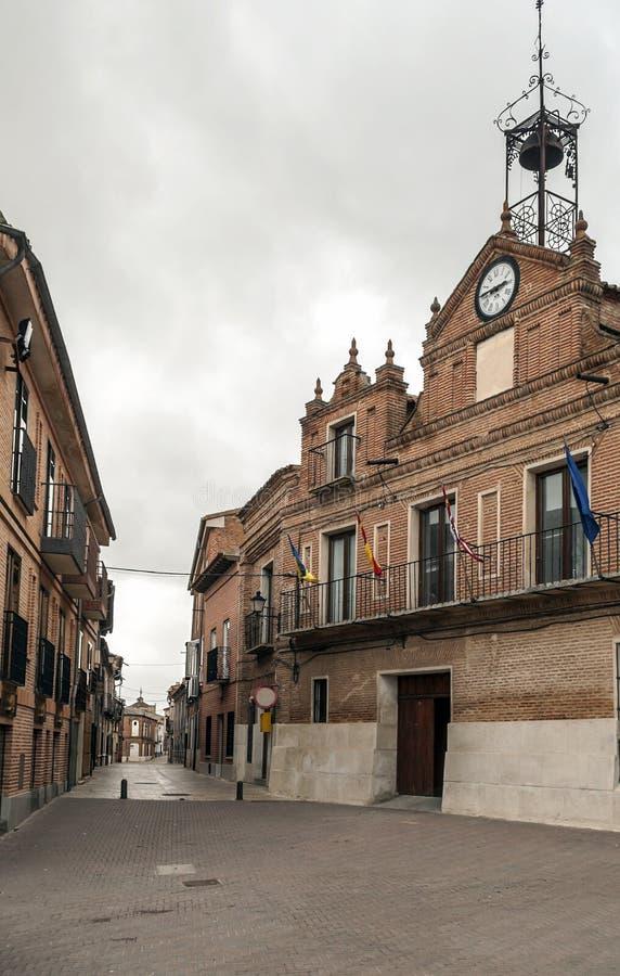 Ulica Alaejos z urzędem miasta obrazy stock