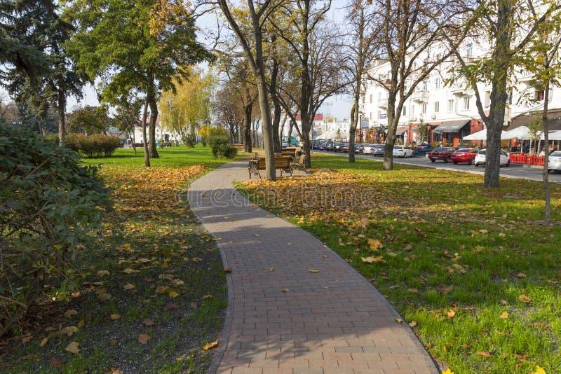 Ulica Chernihiv miasto przy jesień dniem Ukraina obrazy stock