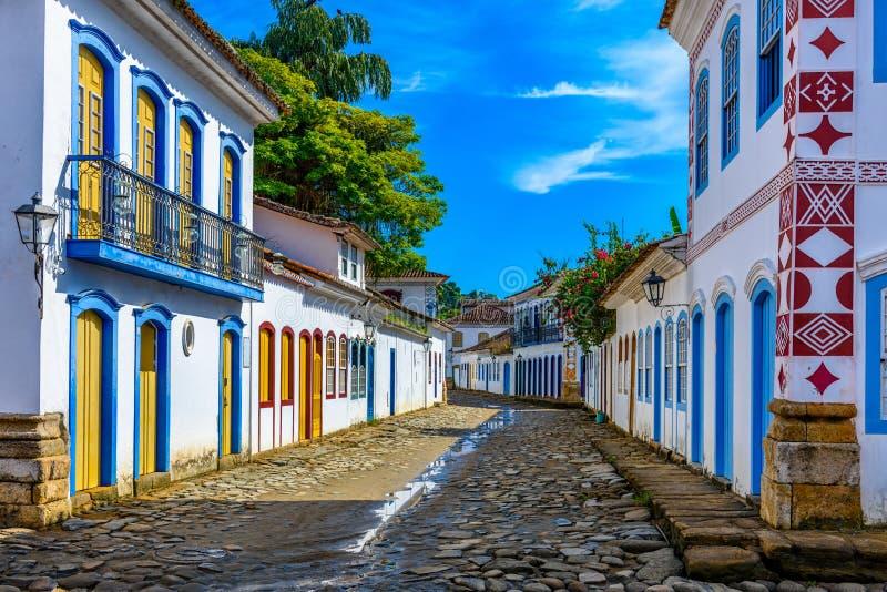 Ulica dziejowy centrum w Paraty, Rio De Janeiro, Brazylia zdjęcia stock