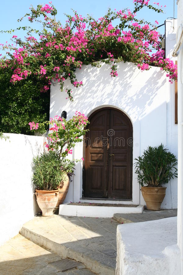 Ulica Lindos miasteczko w Rhodes wyspie zdjęcie stock