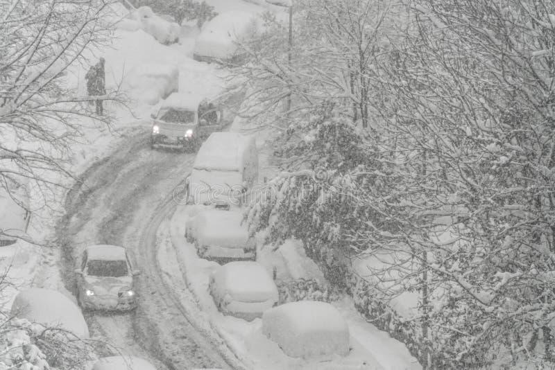 Ulica pod śniegiem w zimie zdjęcia royalty free