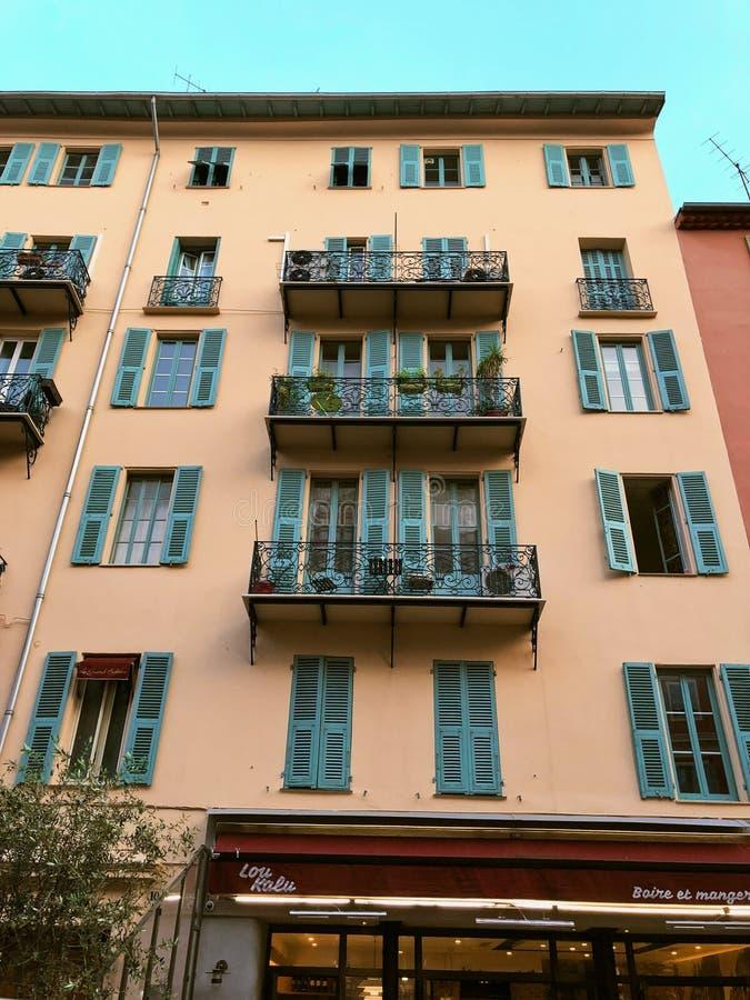 Ulica przy noc? ?adn?, Francja zdjęcie stock