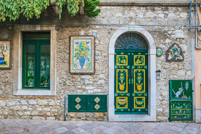 Ulica strzelająca w Taormina, Sicily zdjęcia royalty free