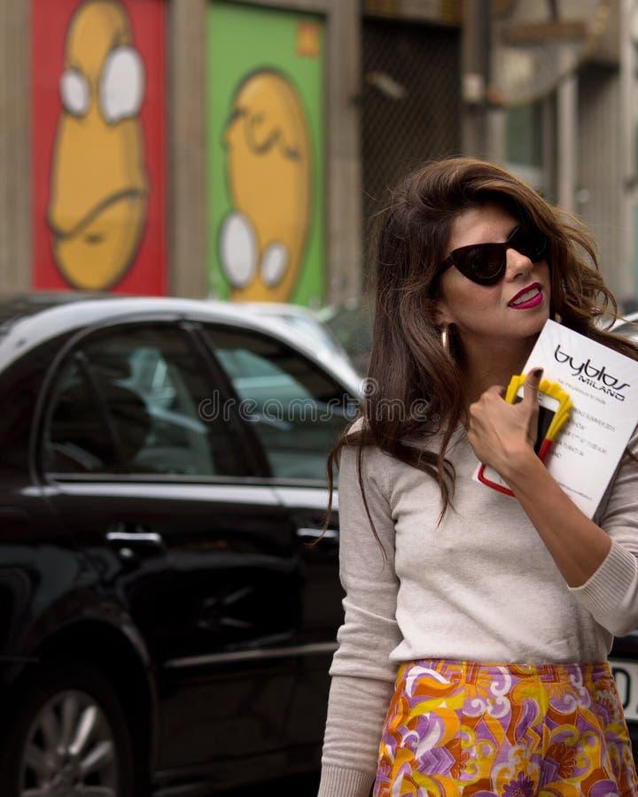 Ulica styl podczas Mediolańskiego moda tygodnia dla wiosny, lata/2015 zdjęcia stock
