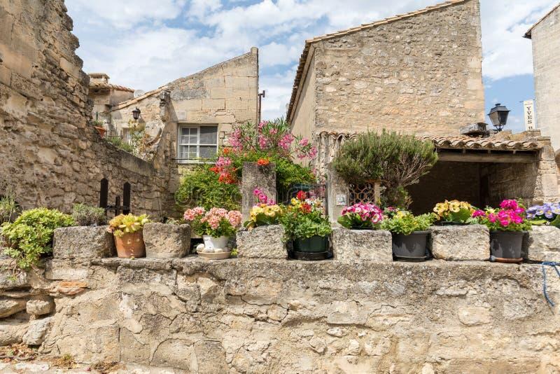 Ulica w średniowiecznej wiosce Les Baux de Provence obrazy royalty free