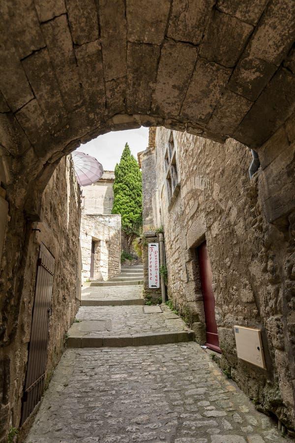 Ulica w średniowiecznej wiosce Les Baux de Provence fotografia royalty free