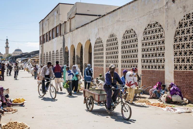 Ulica w środkowym targowym terenie Asmara miasto Eritrea zdjęcia royalty free