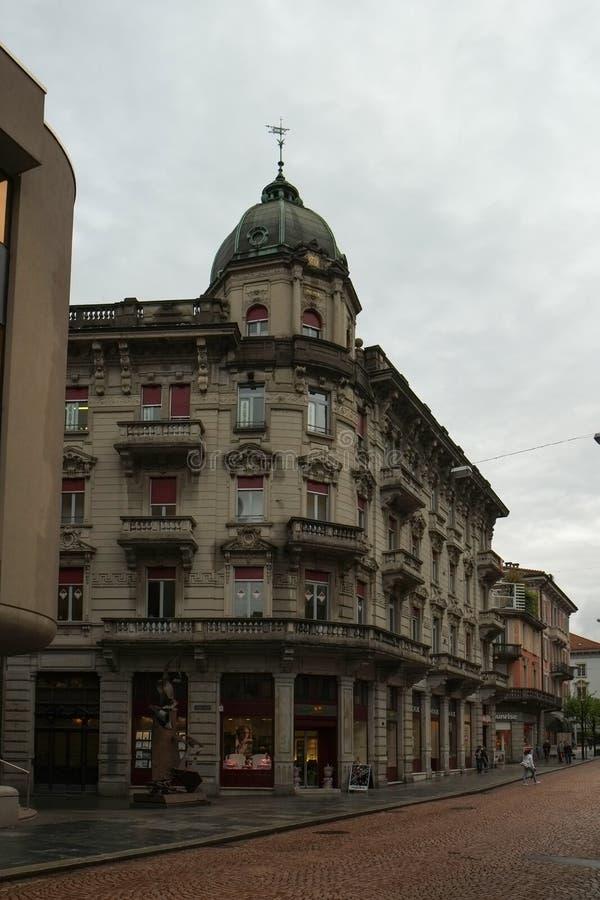 Ulica w Bellinzona centrum miasta, Szwajcaria fotografia stock