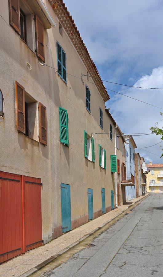 Ulica w Korsykańskiej wiosce Cargese obraz stock
