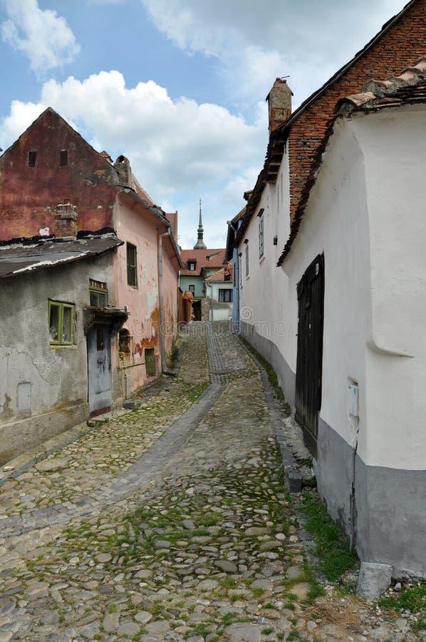 Ulica w Sighisoara średniowiecznym mieście, Rumunia obrazy stock