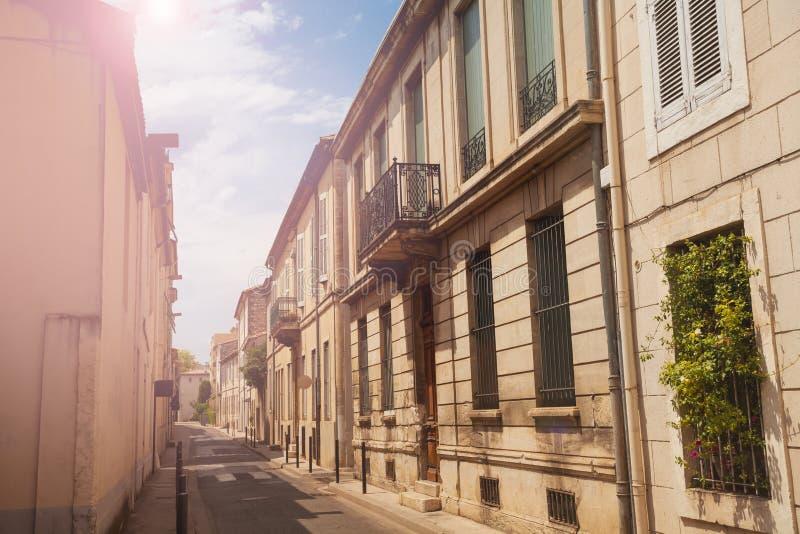 Ulica w starym grodzkim Nimes, południowy Francja obrazy stock