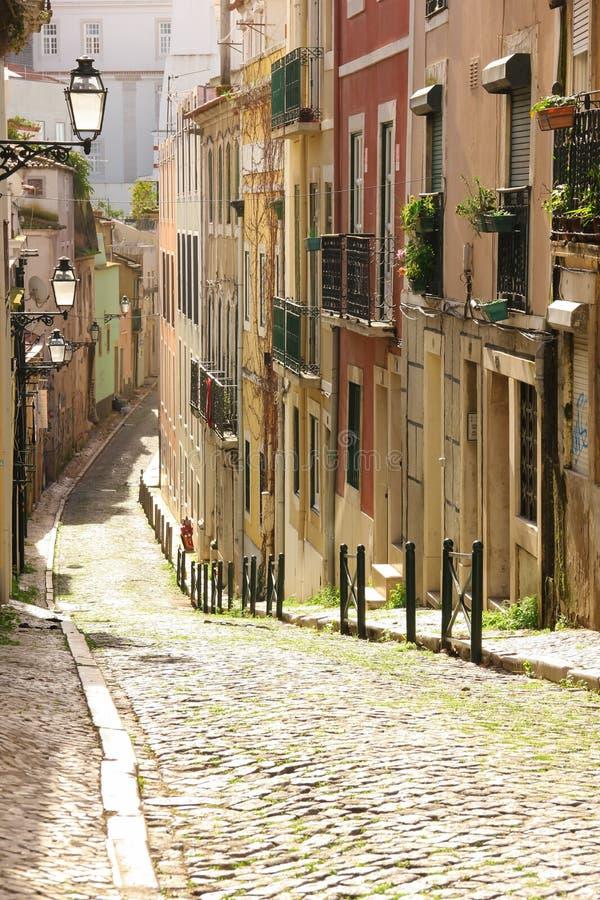 Ulica w starym miasteczku. Lisbon. Portugalia obrazy royalty free