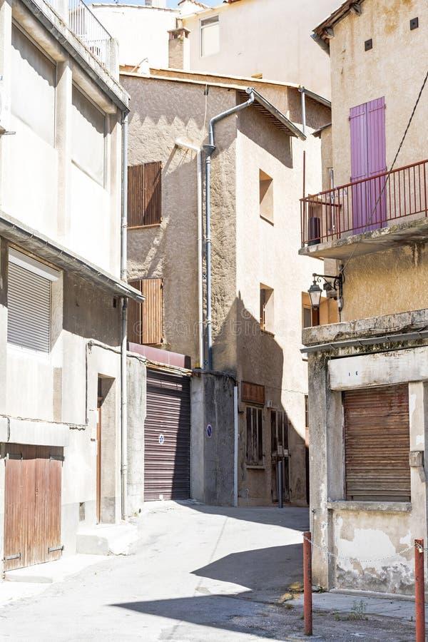 Ulica w starym miasteczku Manosque, południe Francja obrazy stock
