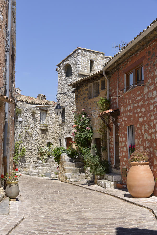 Ulica wioska Tourrettes-sur-Loup w Francja obrazy royalty free