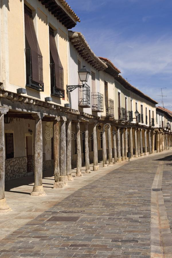 Ulica z arkadami w Ampudia, Tierra De Campos, Palenciia prov zdjęcie royalty free