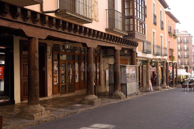 Ulica z arkadami w Ampudia, Tierra De Campos, Palenciia prov fotografia stock