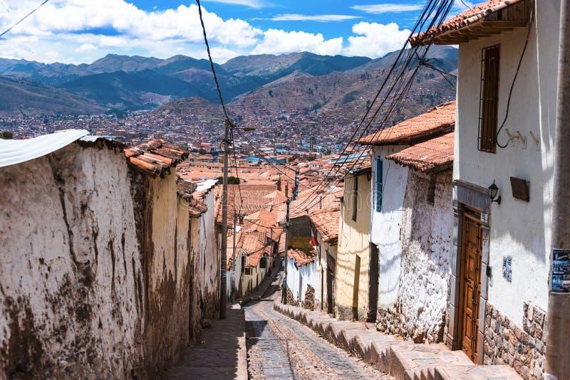 Ulica z krokami przegapia Cusco dachy obrazy stock