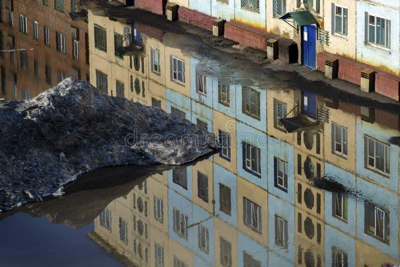 Ulica zalewająca z wodą Odmrażanie śnieg z przybyciem wiosny obrazy stock