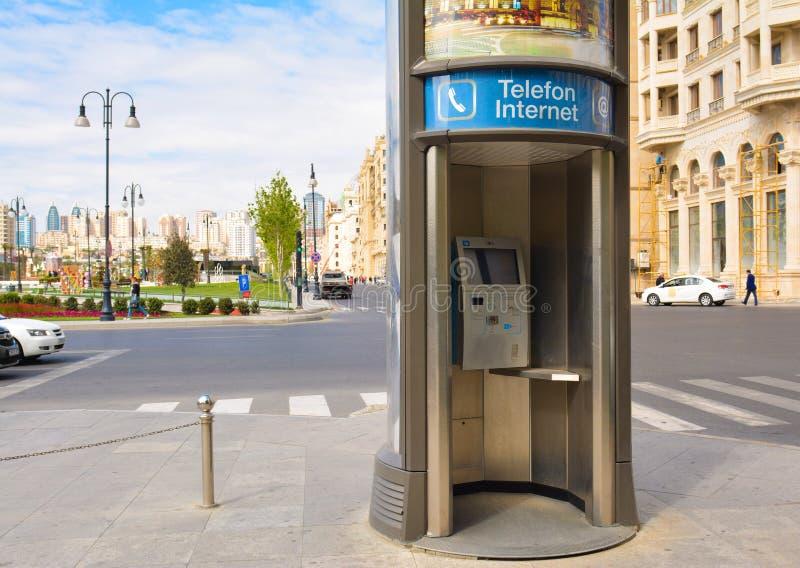 Download Ulicy Baku Miasto, Jawny Callbox Zdjęcie Stock Editorial - Obraz złożonej z najpierw, społeczeństwo: 53785688