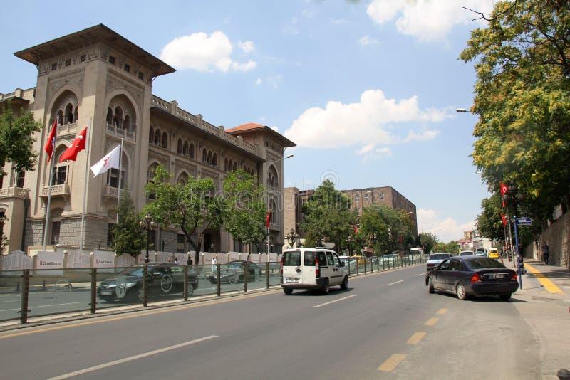 Ulicy i Ziraat banka budynek w Ulus, Ankara zdjęcia stock