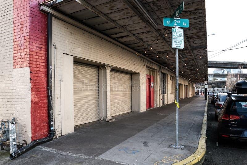 Uliczna fotografia pokazuje blok w Przemysłowym okręgu w Portland, Oregon Grudzień 2017 obrazy stock