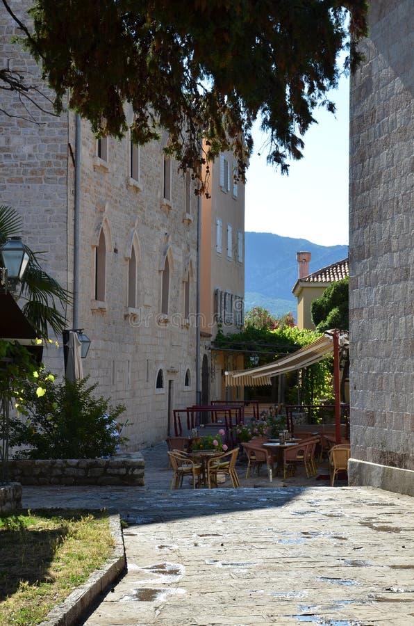 Uliczna kawiarnia w starym miasteczku, Montenegro fotografia royalty free