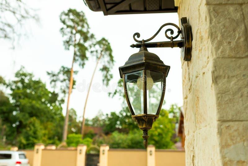 Uliczna metal lampa stylizująca zdjęcie stock