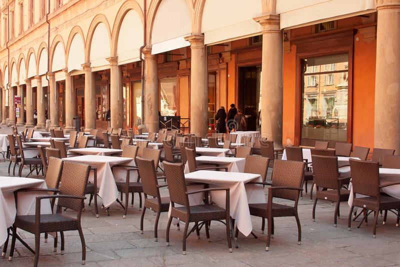 Uliczna restauracja w Bologna, Włochy zdjęcia stock