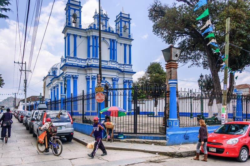 Uliczna scena na zewnątrz Santa Lucia kościół, San Cristobal De Las Ca zdjęcia royalty free
