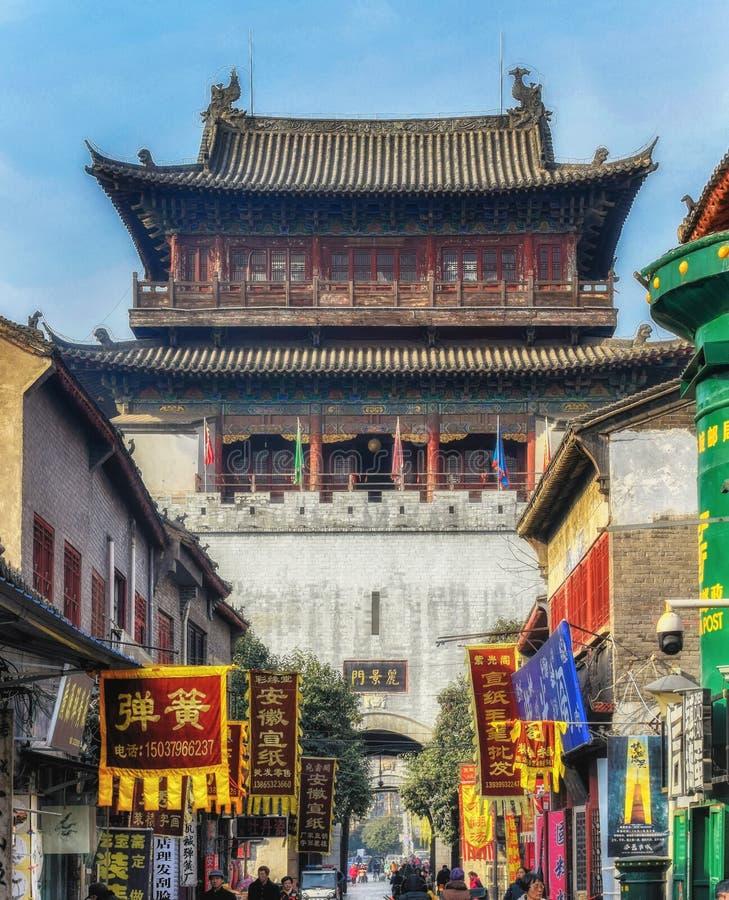 Uliczna scena Stary Grodzki Luoyang Chiny z turystą i miejscowymi zdjęcia royalty free